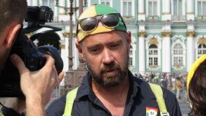 Vjatjeslav Vereshjagin vill bli jämlikt bemött. Han deltog i pridedemonstrationen i Sankt Petersburg den 4 augusti 2018.