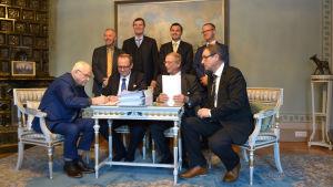 Bakre raden från vänster Peter Ståhlberg, Mikael Österlund, Joakim Strand och Anders Ågren. Främre raden Bertil Hammarstedt, Tomas Häyry, Mikko Niini och Timo Suistio.