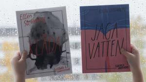 Två böcker av Ellen Strömberg, Klåda och Jaga vatten hålls upp mot en våt fönsterruta.