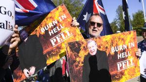 Demonstranter kräver att kardinalen George Pells dom inte ska hävas då fallet behandlas i högsta domstolen.
