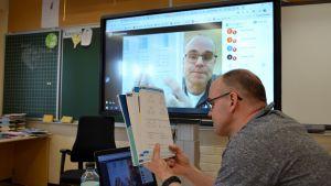Lärare Jörgen Holmberg distansundervisar 20.03.20