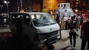 Polisernas sönderskjutna minibuss efter attacken i Helwan 8.5.2016
