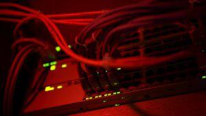 Skyddspolisen och Försvarsmaktens underättelsetjänst skulle få större möjligheter till övervakning av datanätverk.