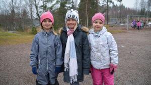 HIlma Englund, Linn Kippilä och Siri Sahamies går i ettan i Grännäs skola