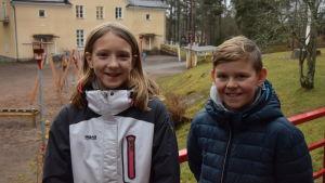 två skolbarn