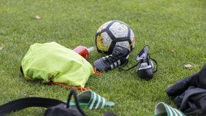 HJK:n naisten jalkapallotreenit, anonyymi.