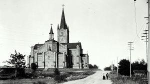 Gammal bild på kyrkan i Lovisa.