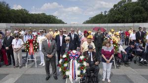Krigsveteraner samlas för minnesceremoni i Normandie