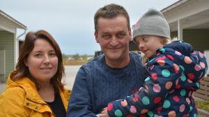 Familjen Heikius. Från vänster mamma Linda, pappa Göran och dottern Elin.