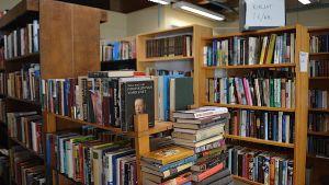 Gamla bäöcker på ett loppis