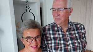 Benita Nygård och Ole Holm står bredvid varandra och tittar in i kameran. Vasa oktober 2020.