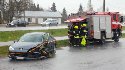 Rullande bil skadade flicka