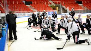 Hockeylaget TPS på träningarna