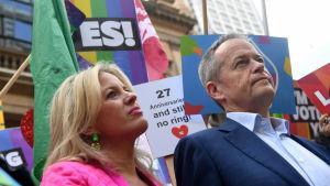 Australiens oppositionsledare Bill Shorten tillsammans med sin fru Chloe.