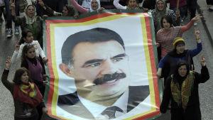 Kurder i Beirut kräver att Turkiet friger den fängslade PKK-ledaren Abdullah Öcalan.