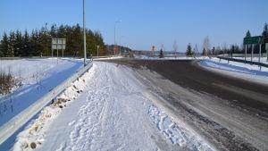 Uppfart vid busshållplats i Gammelby i Lovisa.