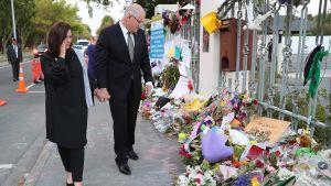 Australiens premiärminister Scott Morrison och hans hustru Jenny besöker moské i Christchurch