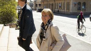 Anna-Maja Henriksson anländer till Ständerhuset