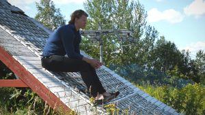 Victor Malmström sitter i starttornet i Grankullabacken