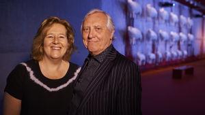 Die Kuratoren Saskia Boddeke und Peter Greenaway in der Ausstellung Gehorsam