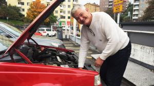 Ville köpte sin bil i våras och har sedan dess redan fått böter av plåtpoliserna två gånger.