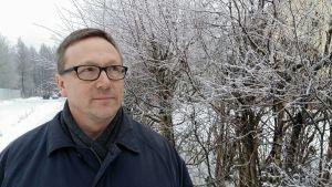 Trubaduren Frank Isaksson i vintermiljö