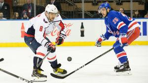 Alexander Ovetjkiin gjorde segermålet för Washington i matchen mot New York Rangers.
