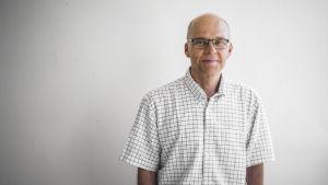 Porträtt på Juha Pekkanen, professor i folkhälsa vid Helsingfors universitet. Han forskar också för THL.