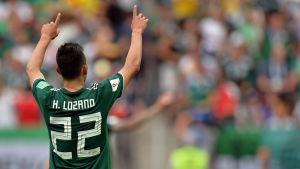 Mexikos Hirving Lozano jublar efter att ha gjort mål mot Tyskland.
