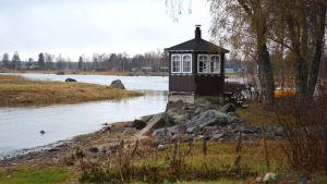 Låglänt strandlinje på Brudskär.