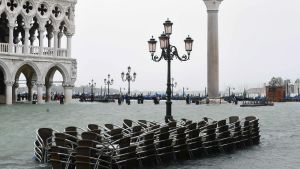Översvämning i Venedig på grund av stormen.
