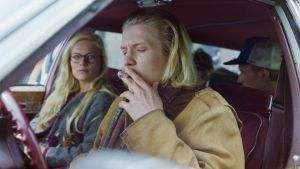 """Draamasarja """"Mikset sä soita?"""", 1994. Näyttelijät Sanna Saarijärvi (roolinimi Emmi Räsänen) ja Santeri Kinnunen (roolinimi (Wille Takala)."""