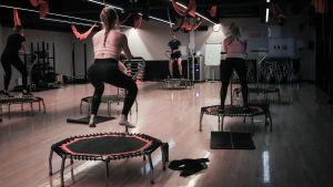 träningspass i Jumping fitness