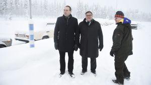 Försvarsminister Jussi Niiinstö, utrikesminister Timo Soini och arbets- och justitieminister Jari Lindström i Salla.