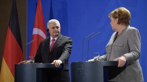 Binali Yildirim och Angela merkel träffades i Berlin.