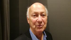Håkan Kjellin har skrivit boken Rosens knopp är näktergalens hjälrta. 2017.