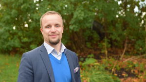 Porträttbild på Filip Björklöf.