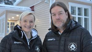 Peggy Petrell och Rasmus Lundén jobbar för Icehearts svenskspråkiga verksamhet.