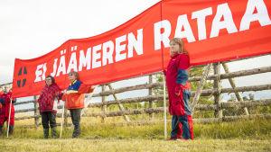 Jäämeren rataa vastustava mielenosoitus Lapissa
