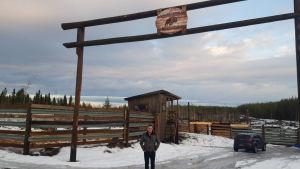 Leander Forsblom på sin gård Torrent Bison.