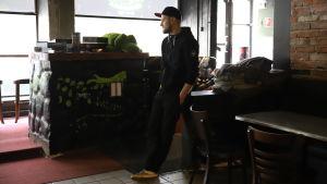 Benjamin Danielsbacka Crocodile Bar -anniskeluravintolassa Kotkassa.