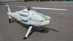 En drönare som ser ut som en miniatyrhelikopter.
