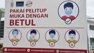 I Malaysia är det obligatoriskt att använda munskydd på allmänna platser. Det gäller också att använda dem på rätt sätt.