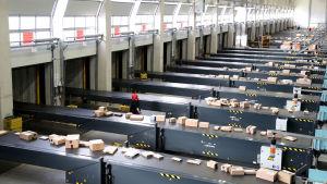 Bild från en logistikcentral i Rheinberg i Tyskland