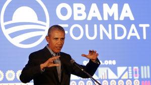 Barack Obama talar om sin stiftelse som bär hans namn.
