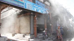 Talibanerna var nära att inta provinshuvudstaden Ghazni i augusti. Nära 500 människor dödades i häftiga strider som pågick i flera dagar i stadskärnan