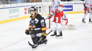 Alexander Ruuttu fick fin start på Spengler Cup.