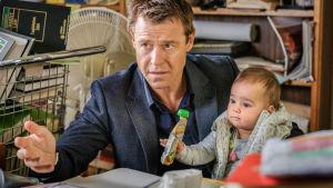 Australialaisen draamasarjan pääroolin näyttelee Rodger Corser.