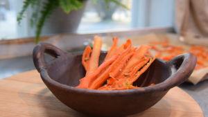 Kulhollinen porkkana herkkuja keittiössä