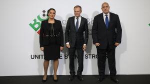 Bulgariens EU-minister Lilyana Pavlova, Europeiska rådets ordfröande Donald Tusk och Bulgariens premiräminister Bojko Borisov